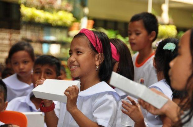 マニラ市の小学校で行った給食支援